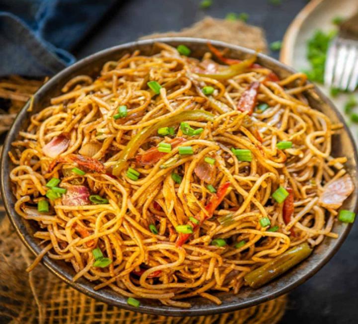 Hakka noodles chicken - AROMAzu1q